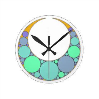 Half-moon crescent round clock