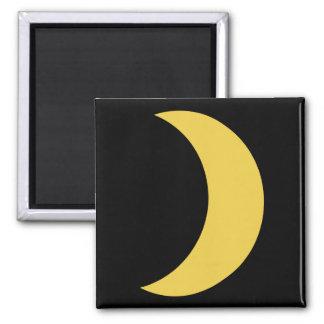 Half moon magnet