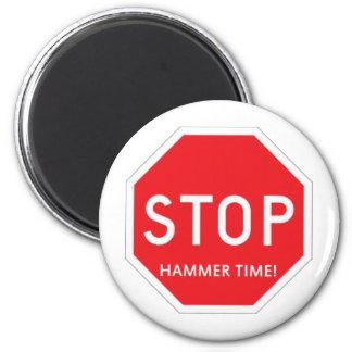 Hammer Time! 6 Cm Round Magnet