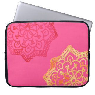 Happy bright retro floral pink lace laptop sleeve