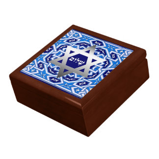 Happy Passover. Shalom at Pesach Gift Box