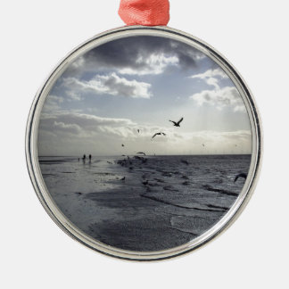 Hardy Walkers & Birds at the water's edge Silver-Colored Round Decoration