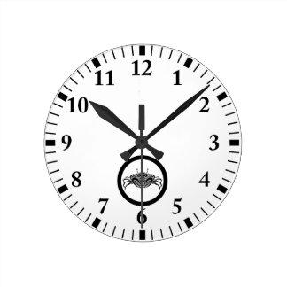 Head-on sea crab in circle round clock