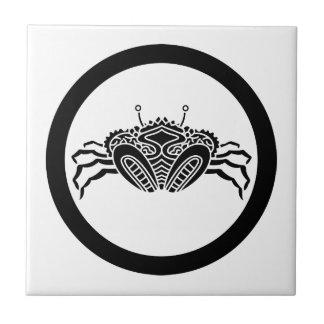 Head-on sea crab in circle tile