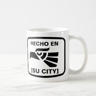 HECHO EN (SU CIUDAD) BASIC WHITE MUG