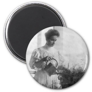 Helen Keller Watering Plants Portrait 6 Cm Round Magnet