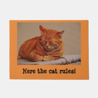 """Here the cat rules"" Fun Cat Theme Doormat"