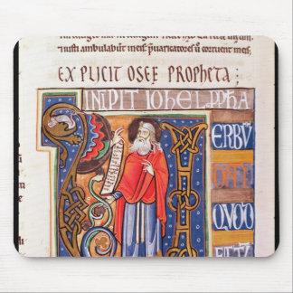 Historiated initial 'U' depicting Joel Mouse Mat