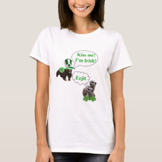 Honey badger v's meerkats T-Shirt