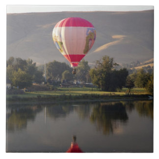 Hot air balloon over the Yakima River Tile
