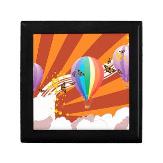 Hot air balloons.jpg small square gift box