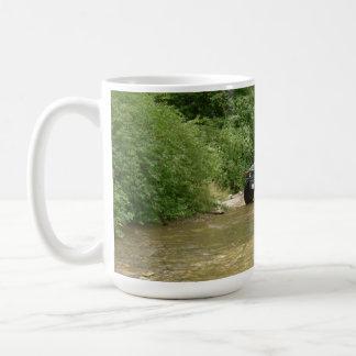 Hummer H1 crossing stream Basic White Mug