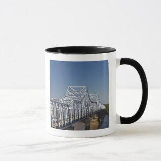 I-20 Highway bridge across Mississippi River, Mug