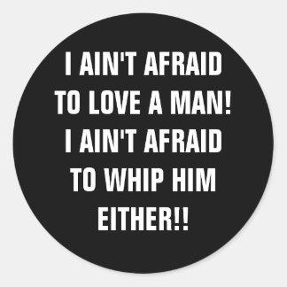 I AIN'T AFRAID TO LOVE A MAN ROUND STICKER