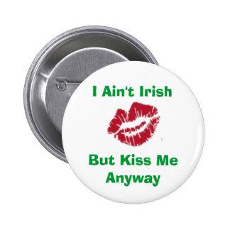 I Ain't Irish, But Kiss Me Anyway 6 Cm Round Badge