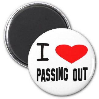 I Heart Passing Out 6 Cm Round Magnet