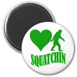 I heart squatchin 6 cm round magnet