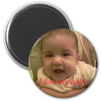 I love my baby 6 cm round magnet