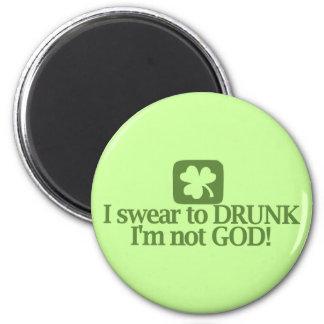 I Swear To Drunk I'm NOT God! 6 Cm Round Magnet