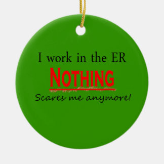 I Work In The ER Nothing Scares Me Anymore Ornam Round Ceramic Decoration