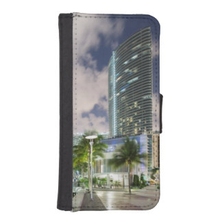Illuminated towers at the Miami River waterfront iPhone SE/5/5s Wallet Case