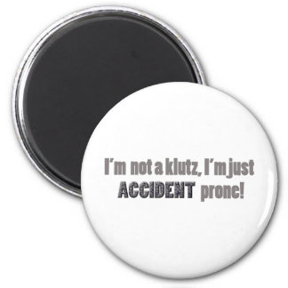 I'm not a klutz just accident prone 6 cm round magnet