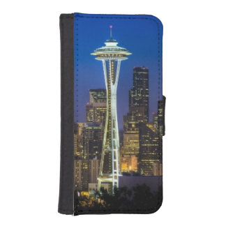 Image of Seattle Skyline in morning hours. iPhone SE/5/5s Wallet Case