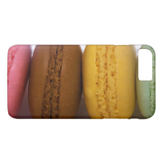 Imported gourmet French macarons (macaroons) iPhone 8 Plus/7 Plus Case