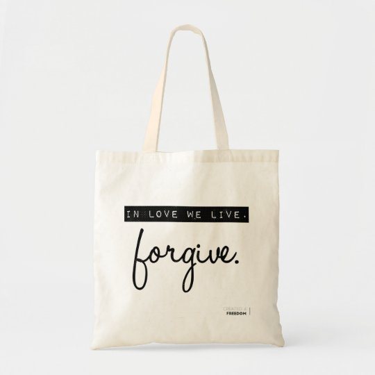 In love we live tote bag