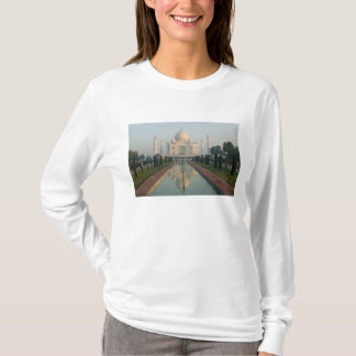 INDIA, Uttar Pradesh, Agra: Taj Mahal, Morning T-Shirt