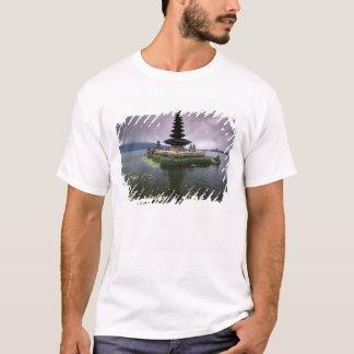 Indonesia, Bali, Ulun Danu Temple. T-Shirt