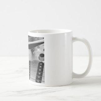 Interlocking Rythmn Basic White Mug
