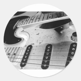 Interlocking Rythmn Round Sticker