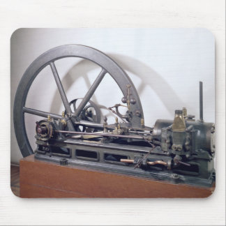 Internal combustion engine mouse mat