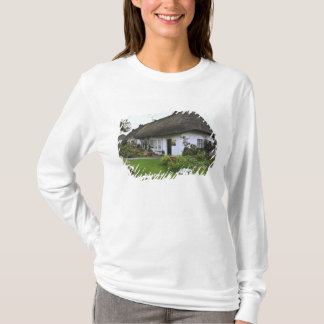 Ireland, Adare. Thatched-roof cottage T-Shirt