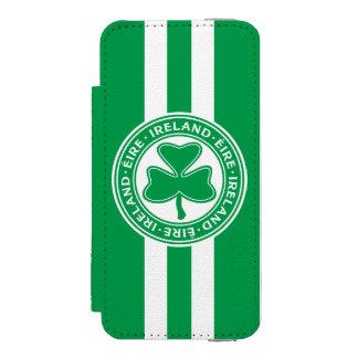 Ireland Éire Shamrock Green and White Incipio Watson™ iPhone 5 Wallet Case
