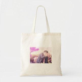 it animates canvas bags