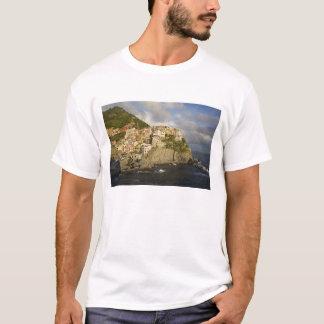 Italy, Cinque Terre, Manarola. Village on cliff. T-Shirt