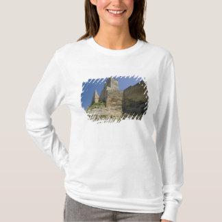 Italy, Sicily, Enna, Calascibetta, Castello di T-Shirt