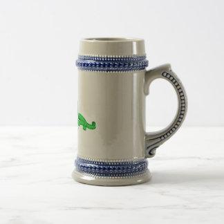 Jarra de cerveza de Grin el perrito verde Coffee Mugs