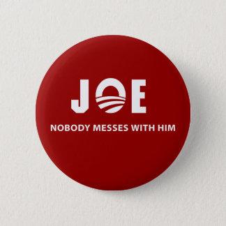 JOE Nobody Messes With Him 6 Cm Round Badge