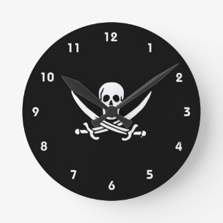 Jolly roger pirate flag round clock