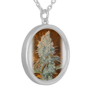 juicy bud round pendant necklace