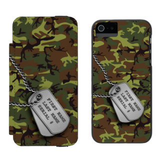Jungle Green Camo w/ Dog Tags Incipio Watson™ iPhone 5 Wallet Case