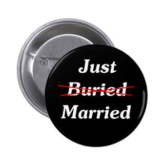 Just (Buried) Married 6 Cm Round Badge