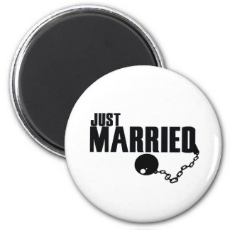 Just Married ball and chain Magnet