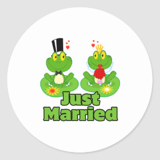 just married bride and groom froggy frogs classic round sticker