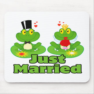 just married bride and groom froggy frogs mouse pad