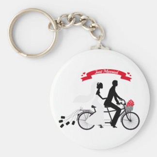Just married bride and groom on tandem bicycle basic round button key ring