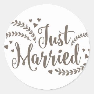 Just married elegant bronze floral hearts wedding round sticker